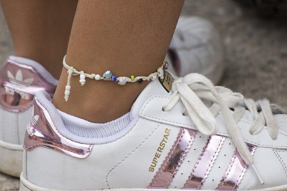 Bracelet cheville en argent : toujours tendance ?
