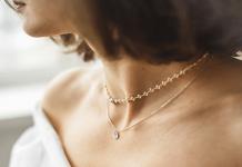 accumulation colliers femme
